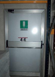 dispositivi di apertura - porta su via di esodo con ostacoli